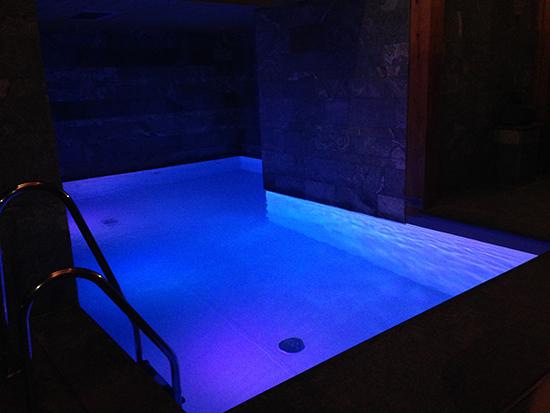 piscine flocons de sel nuit