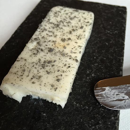 beurre lait fumé de chèvre sel volcanique etxebarri
