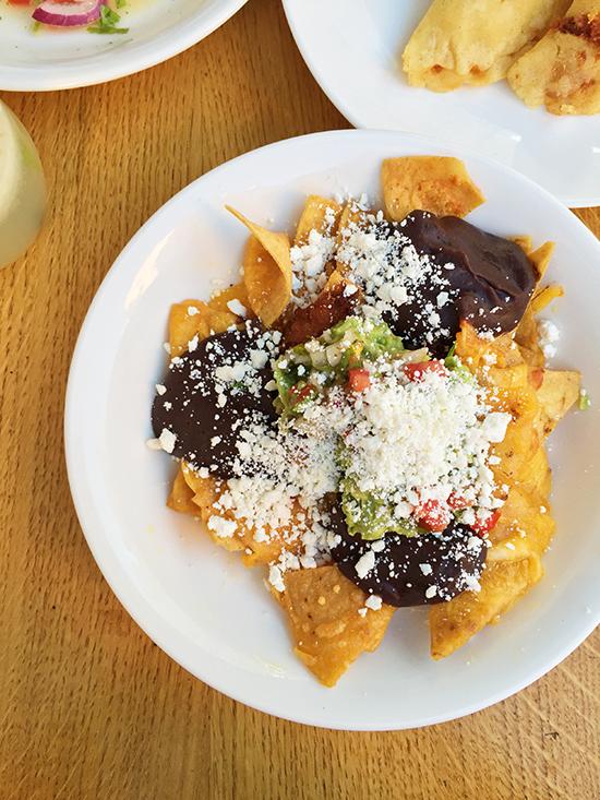 nachos_totopos_guacamole_piquin_lyon